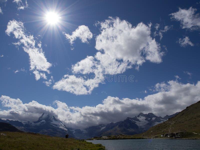 После полудня Sun и облака в Zermatt стоковые изображения rf