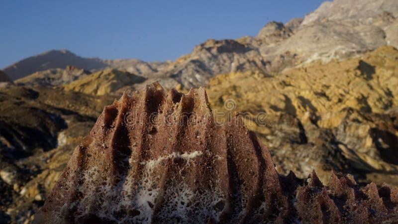 Посолите гору в sout Иране, около Персидского залива стоковое изображение rf