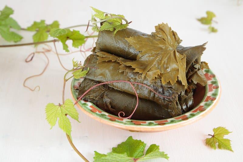 Посоленные листья виноградины для варить dolma стоковое изображение rf