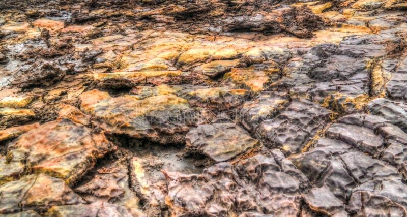 Посолите текстуру внутри депрессии Danakil кратера Dallol вулканической, Afar Эфиопии стоковое фото