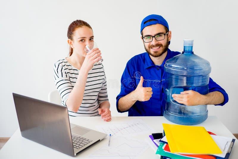 Поставка воды thumbs вверх стоковые фотографии rf