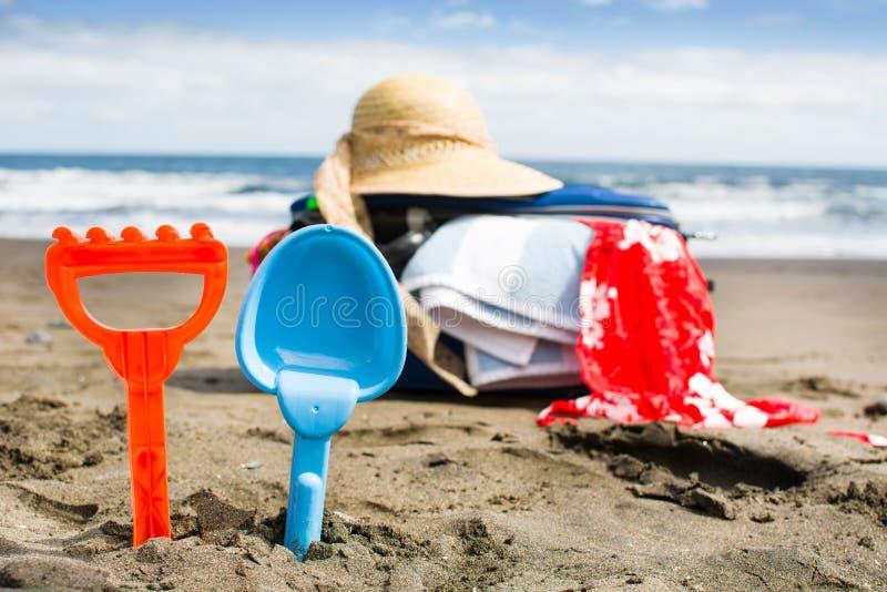 поставки лета на пляже стоковое изображение