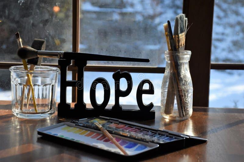 Поставки художников вокруг знака надежды стоковая фотография