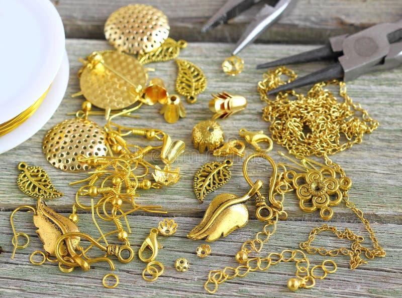 Поставки для ювелирных изделий золота стоковое изображение rf