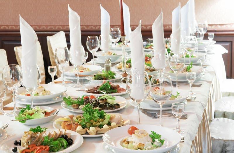 поставлять еду близко установленная таблица вверх стоковые изображения