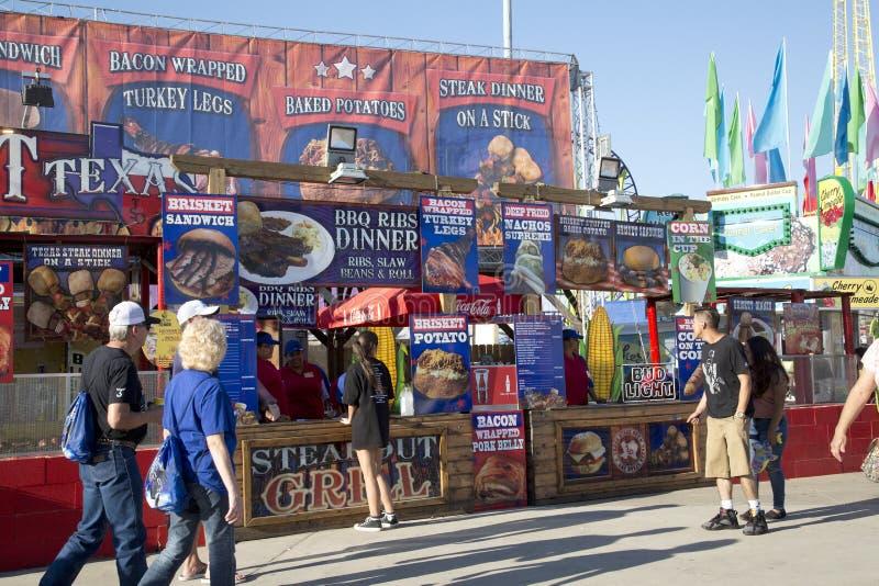 Поставщики еды на ярмарке положения Техаса Далласа стоковые изображения rf