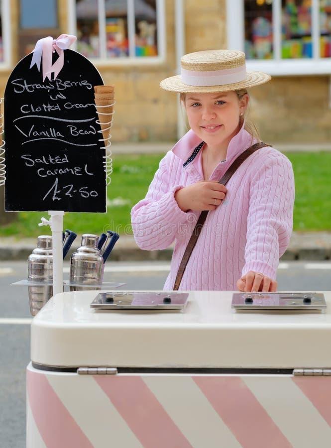 Поставщик мороженого, Бродвей, Cotswolds, Англия стоковые изображения rf