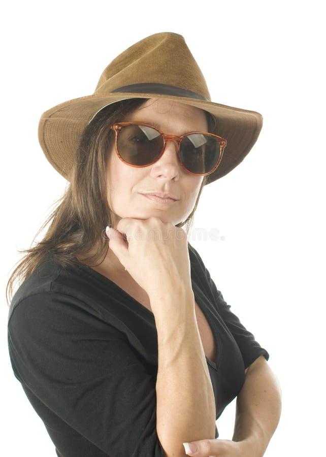 постарейте милая головная средняя женщина студии съемки портрета стоковые изображения rf