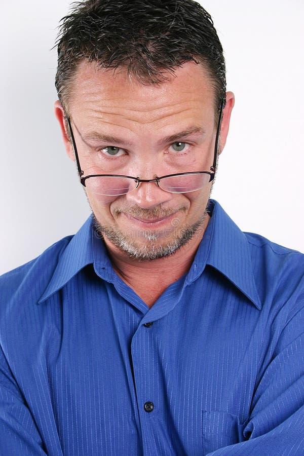 постаретая середина человека bifocals красивая стоковые изображения rf