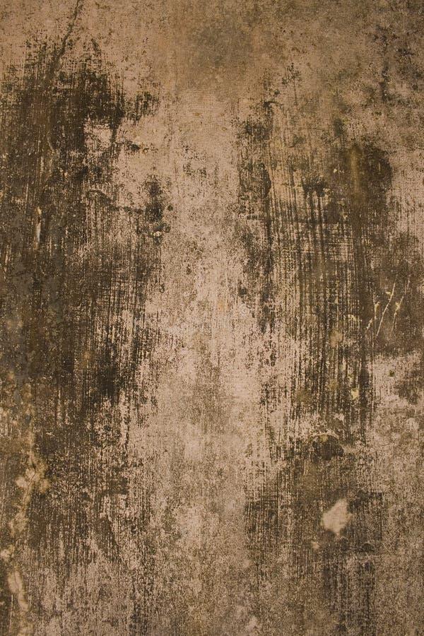 постаретая черная серая стена гипсолита стоковое изображение