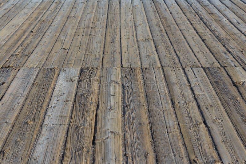 Постаретые деревянные пристань/платформа - деревянный пол, деревянный настил стоковые изображения rf