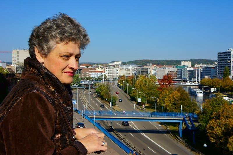 постаретые средние женщины портрета стоковые фотографии rf