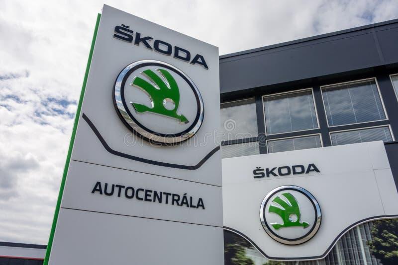 Построение дилерских полномочий Skoda автоматических которые продающ и обслуживающ автомобили компании стоковые изображения rf