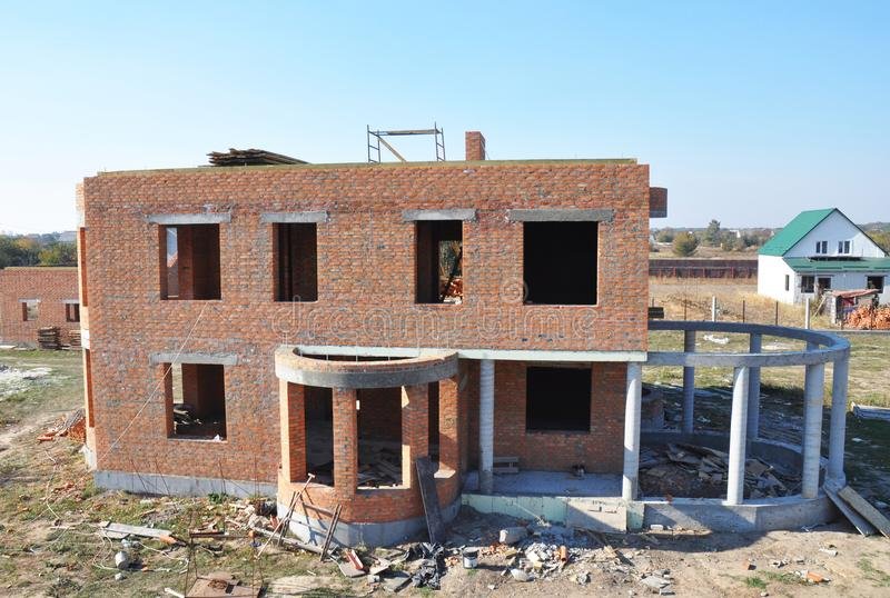 Построенный жилой дом кирпича Строительная площадка дома стоковые фото