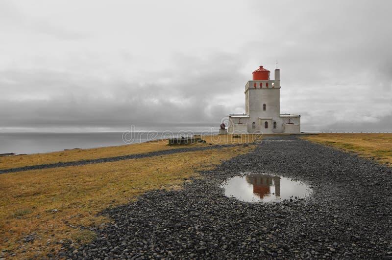 1927 построили маяк Исландии dyrholaey высокий около положения promontory пункта southernmost стоковые фото