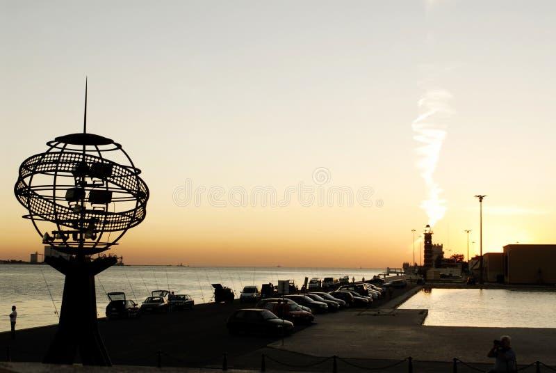 Последняя солнечность Рэй дня, береговая линия города, заход солнца лета стоковое фото rf