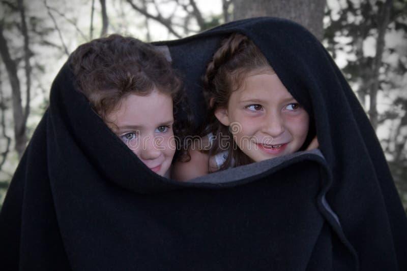 2 потерянных девушки стоковая фотография