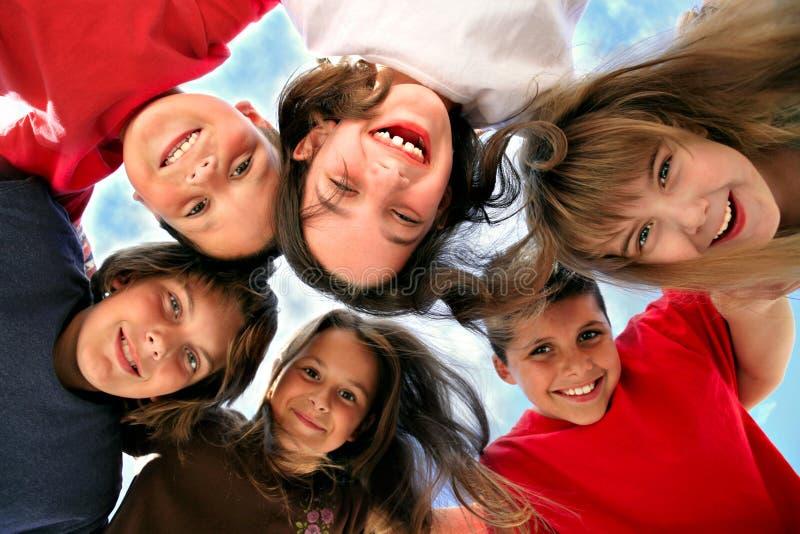 потеха детей счастливая имеющ детенышей стоковые изображения rf