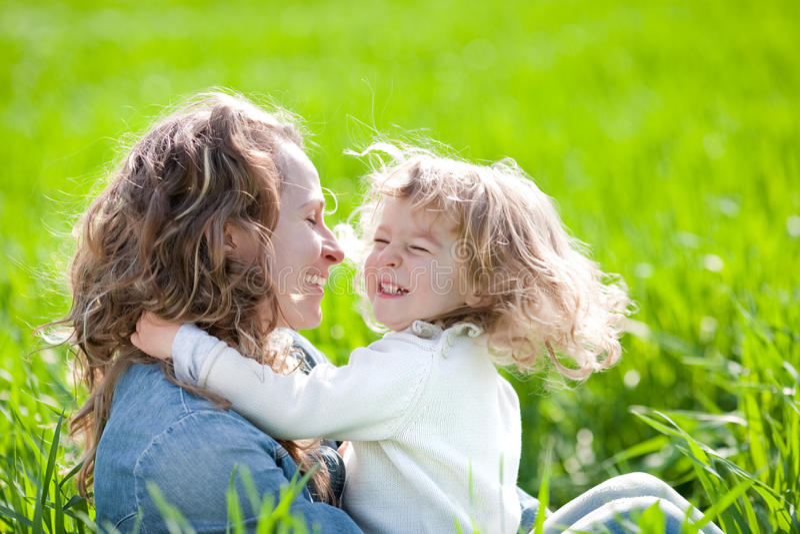 потеха ребенка имея женщину стоковые фото