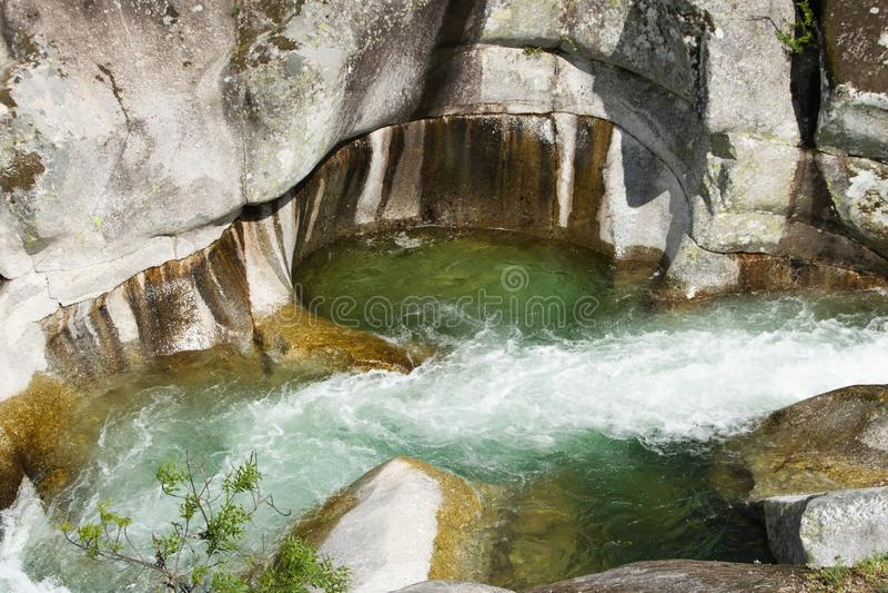 Поток горы в долине Jerte стоковая фотография