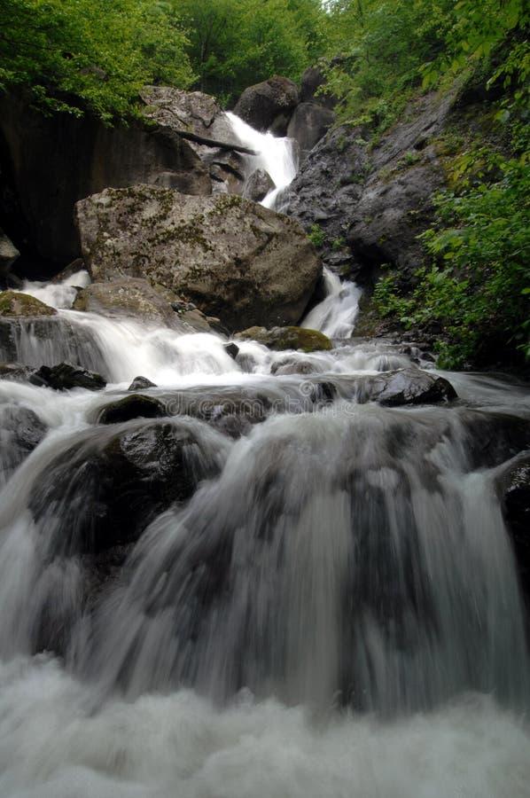 поток горы caucasus стоковое изображение