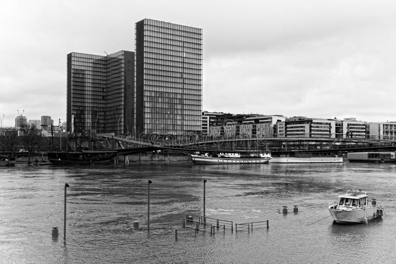 Поток Рекы Сена в Париже стоковые фото