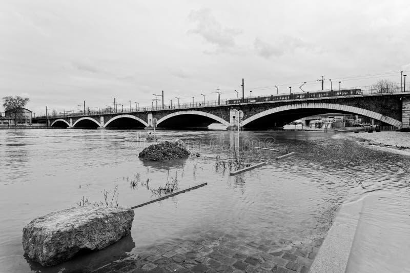 Поток Рекы Сена в Париже стоковая фотография rf