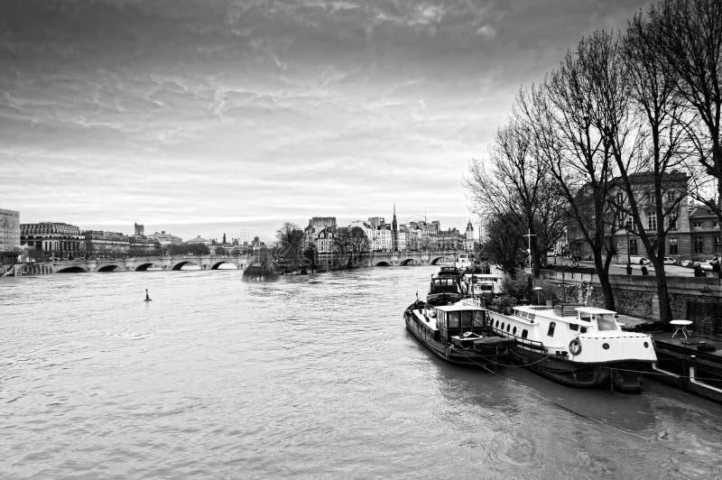 Поток Рекы Сена в Париже стоковое фото