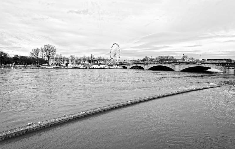 Поток Рекы Сена в Париже стоковое фото rf