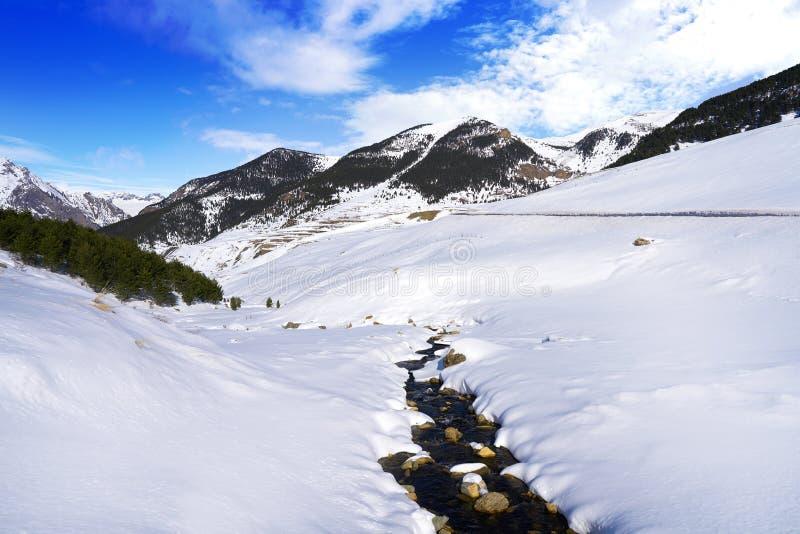 Поток снега Cerler в Пиренеи Уэски Испании стоковое изображение rf