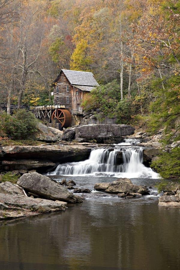 поток gristmill старый деревенский стоковое фото