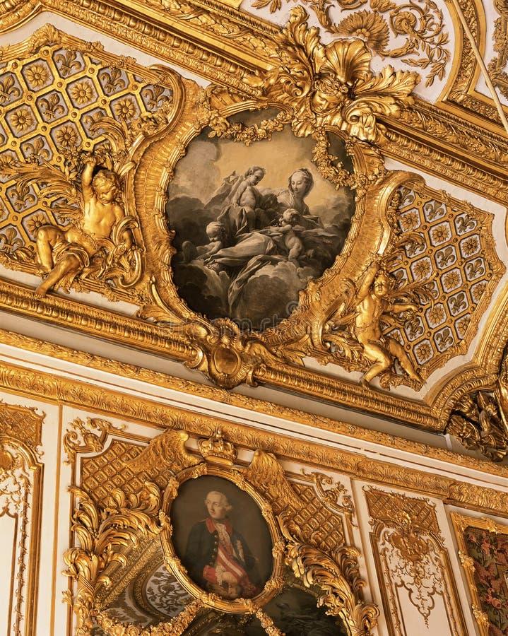 Потолок от спальни ферзя Мари Antoinette на дворце Версаль стоковое изображение rf