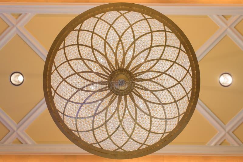 Потолочные лампы хрустальной люстры - круг стоковое изображение