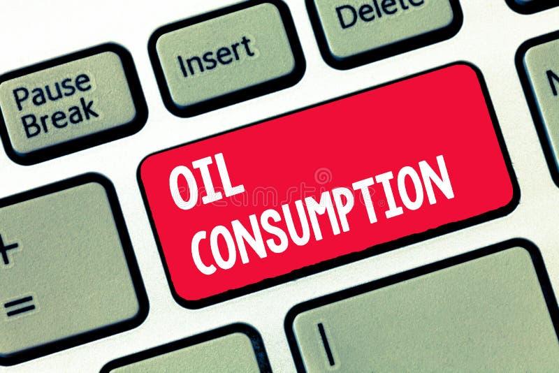 Потребление нефти сочинительства текста почерка Концепция знача этот вход полное масло уничтоженное в бочонках в день стоковые фотографии rf
