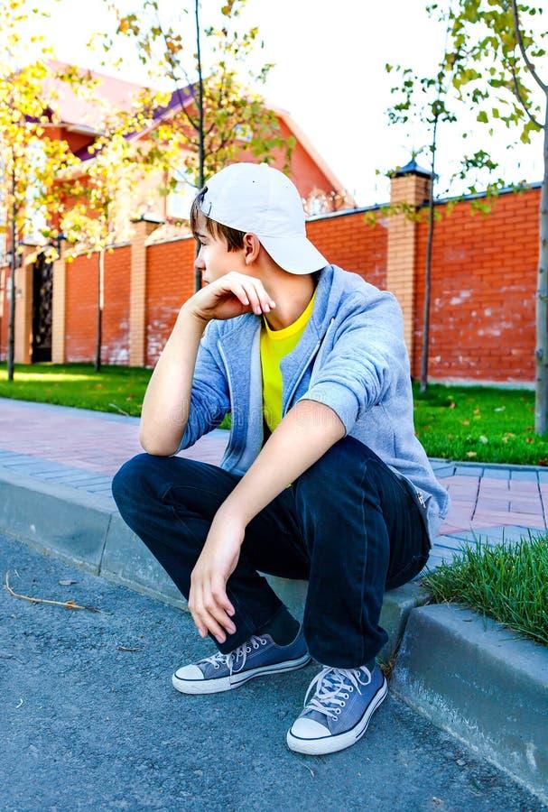 Потревоженный подросток внешний стоковое фото
