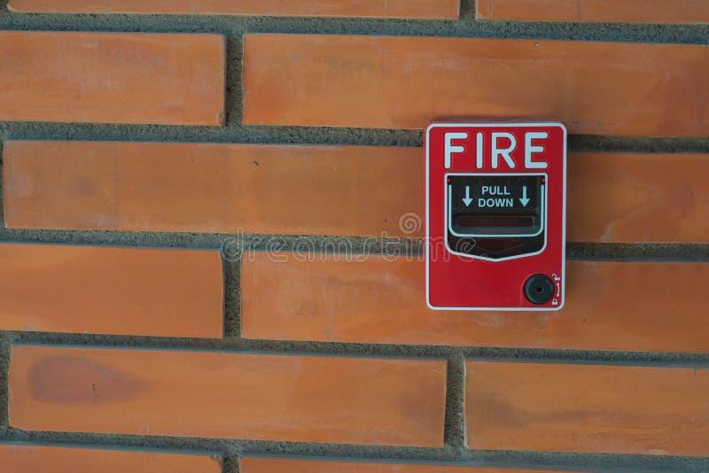 потревожьте дым путя пожара детектора клиппирования изолированный изображением стоковые изображения
