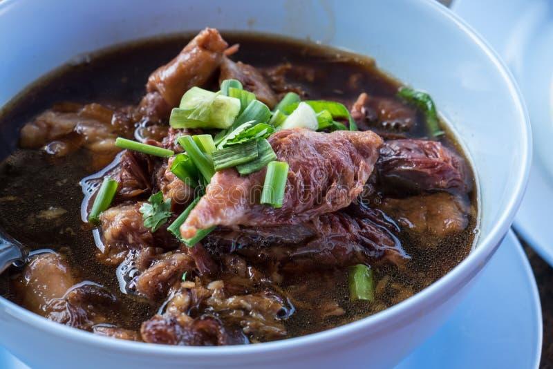 Потушенная нога свинины, очень вкусная еда, тайская еда стоковое изображение rf