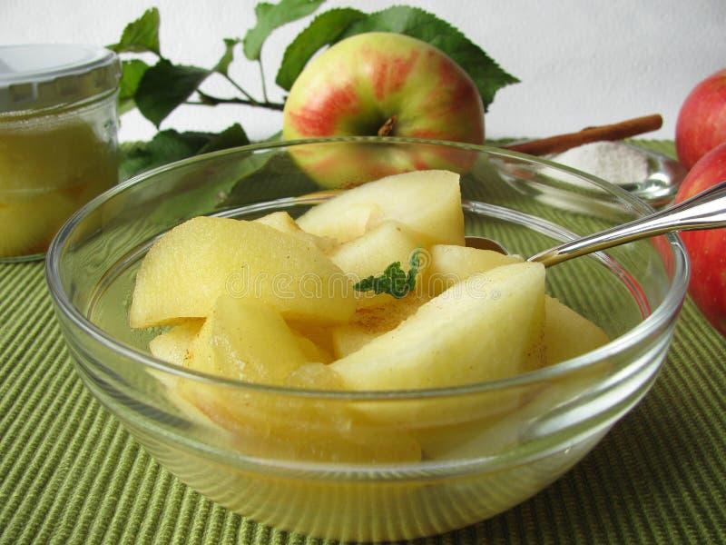 потушенные яблоки стоковые изображения
