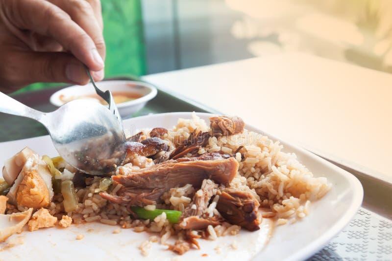 Потушенный свинина с едой яичка, тучных и нездоровых, популярная азиатская быстрой стоковое изображение