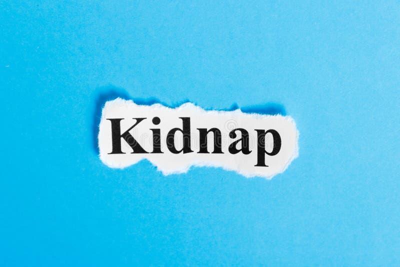 Похитьте текст на бумаге Слово похищает на куске бумаги текст остальных изображения figurine принципиальной схемы com правый стоя стоковые изображения rf