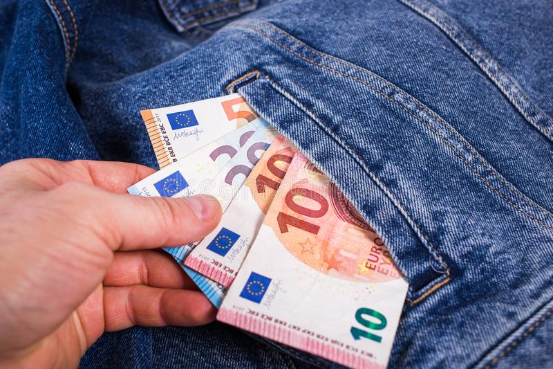 Похищение евро из кармана стоковое изображение rf