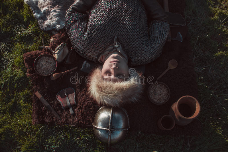 Похороны скандинавского ратника стоковое изображение rf