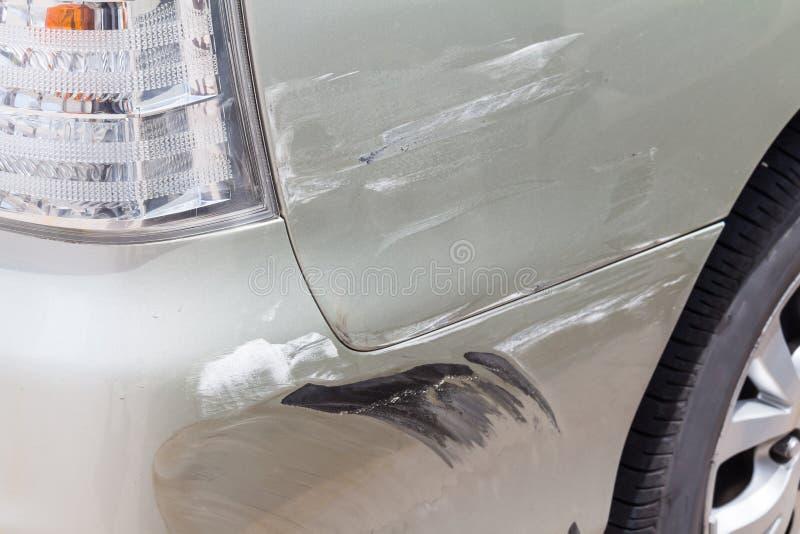 Поцарапанная краска автомобиля стоковые фотографии rf
