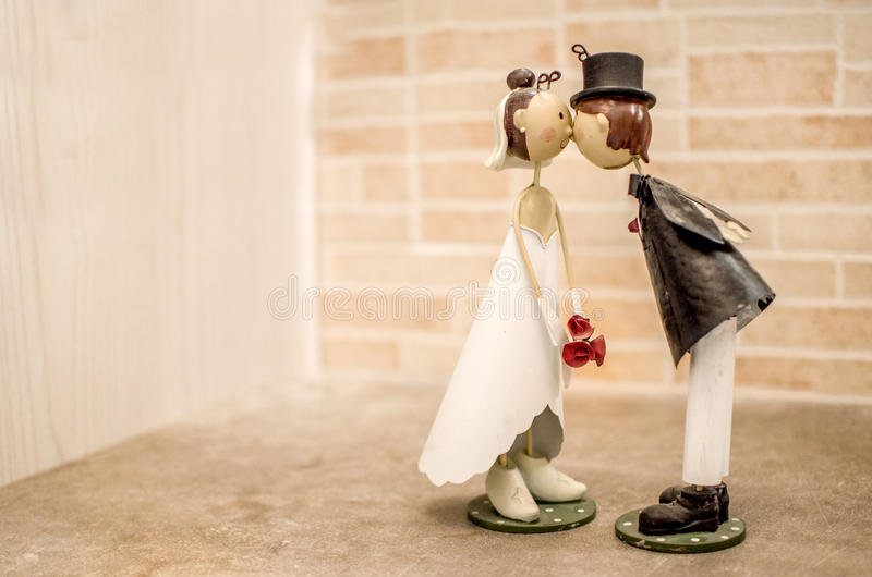 Поцелуи супругов wedding благосклонность - bomboniere стоковое фото