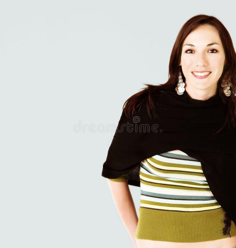 почерните детенышей женщины шали стоковое фото rf