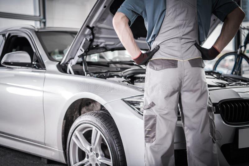 Починка отозвания гарантии автомобиля стоковые фотографии rf