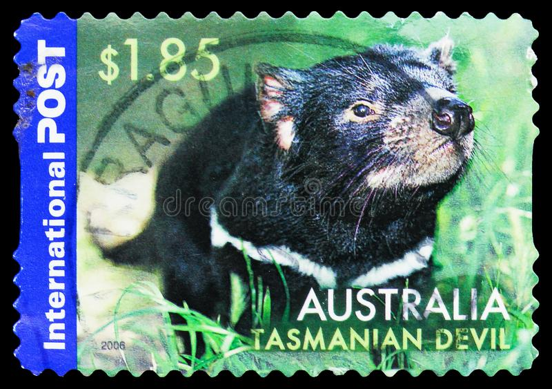 Почтовая марка, напечатанная в Австралии, показывает Tasmanian Devil (Sarcophilus harrisii), австралийский Native Wildlife - Inte стоковые фото