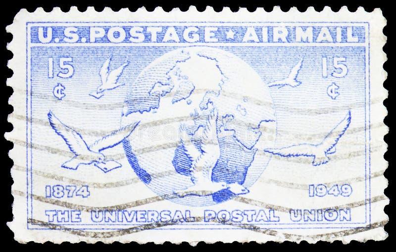 Почтовая марка, напечатанная в США, показывает Globe и Dove несущие сообщения, U P U (Всемирный почтовый союз), 75-я годовщина стоковое изображение rf