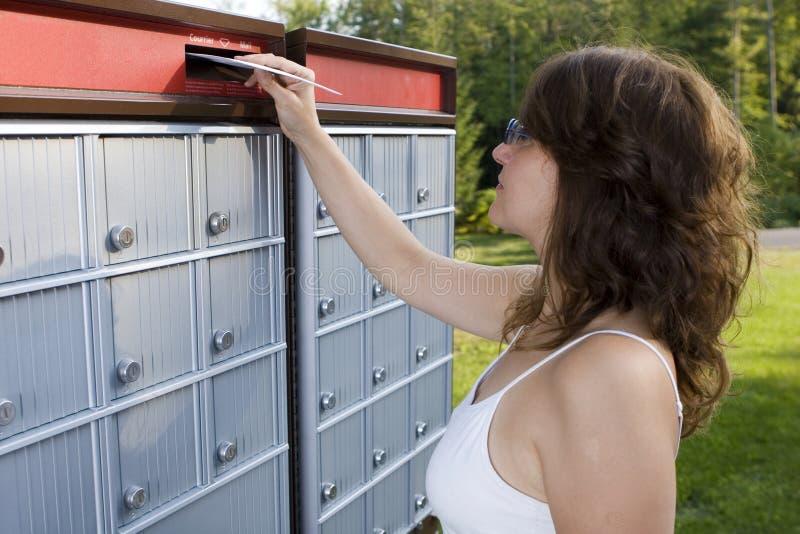 почтовая отправка письма стоковое фото
