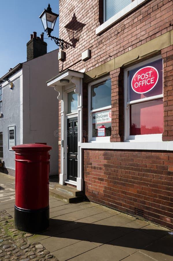 Почтовое отделение - коробка столба - сельское почтовое отделение - Великобритания стоковые изображения